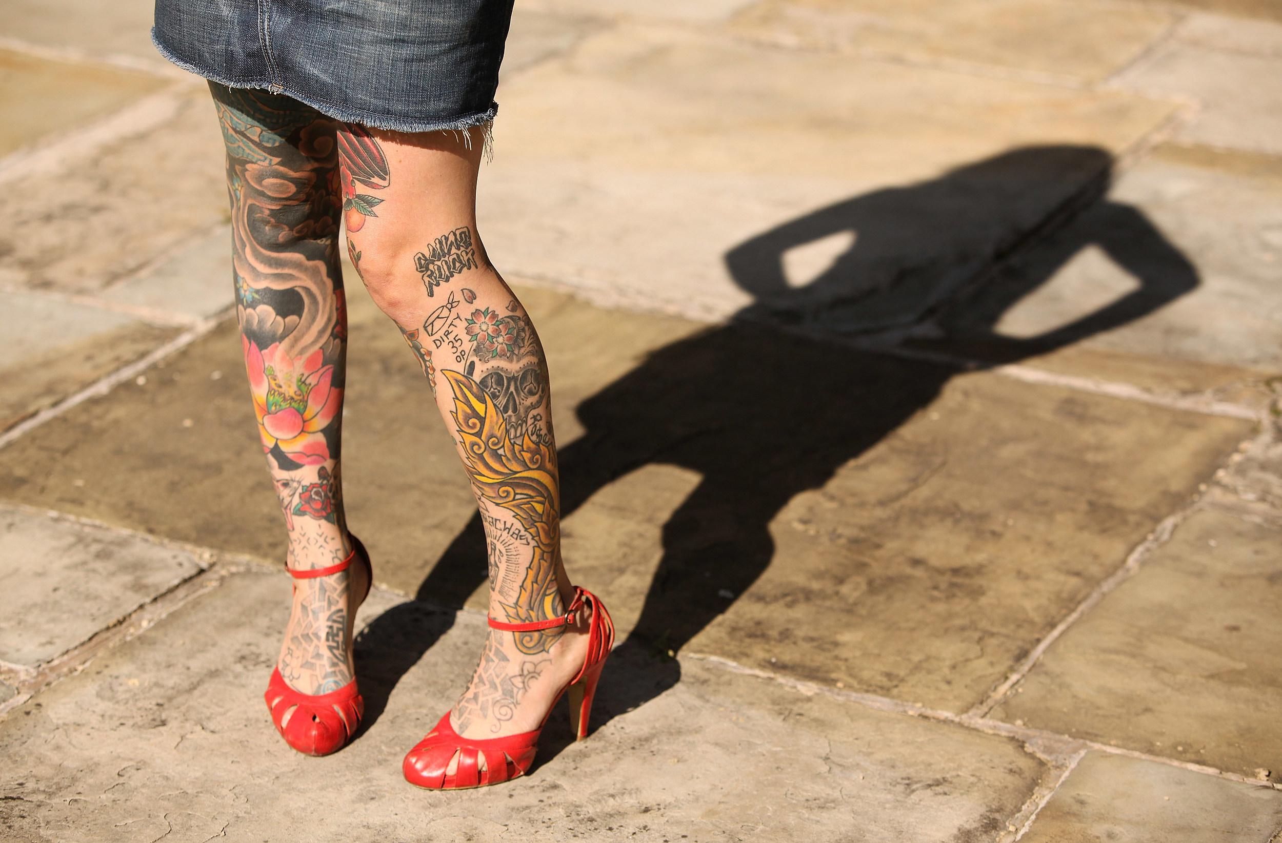 Татуировка на икре фото 7