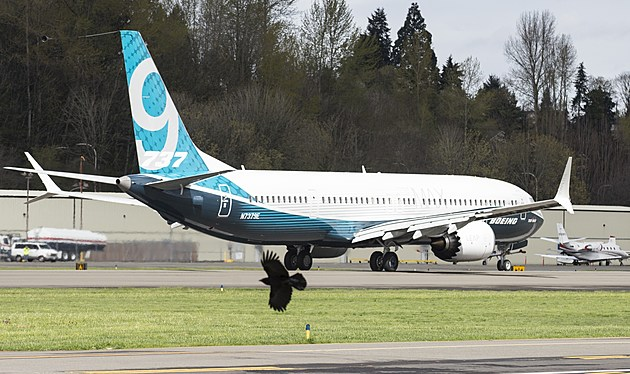 737 MAX 9 Airliner Takes Off On First Flight
